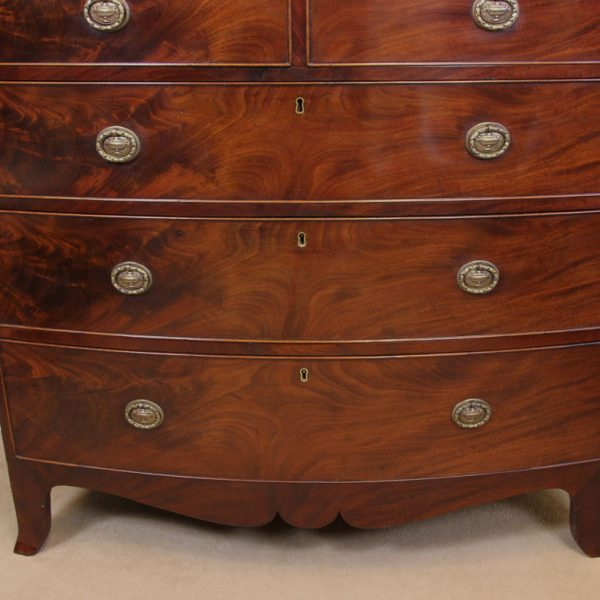 Antique Victorian Mahogany Bow Fronted Chest of Drawers.